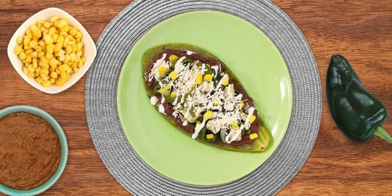 Huarache de pollo con nopal Paso:   4