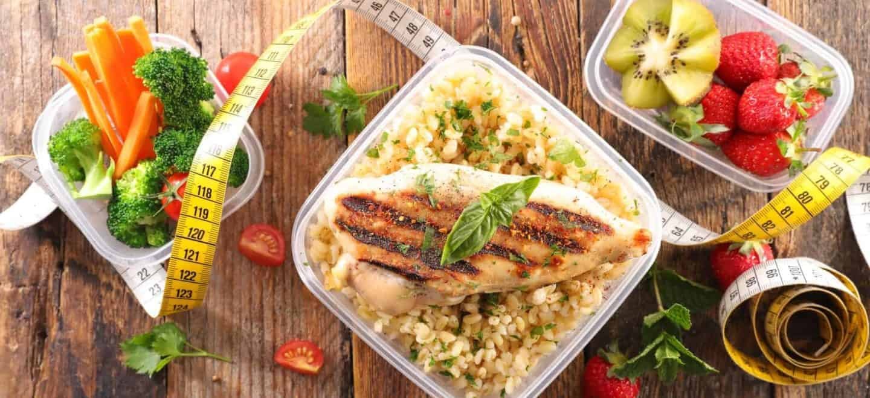 La carne de pollo es una de las proteínas más recomendadas para mantener una alimentación balanceada y saludable, ya que su consumo no aporta grandes cantidades de grasa al cuerpo humano.