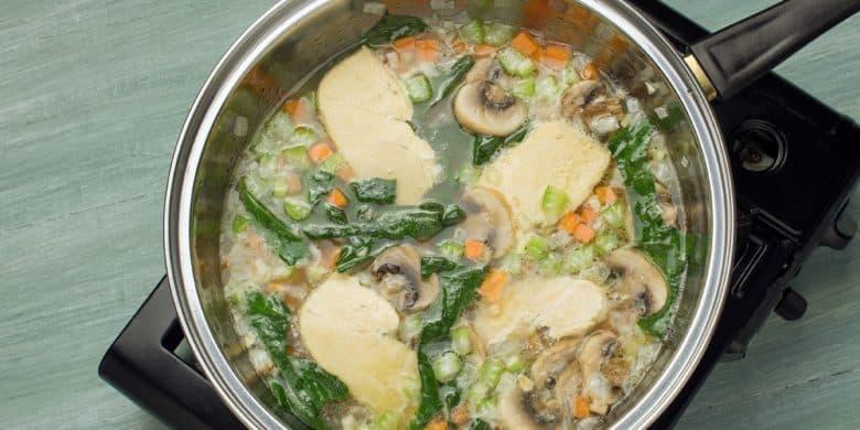 Sopa de fideos orientales con pollo Paso:   2