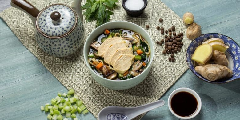 Sopa de fideos orientales con pollo Paso:   4