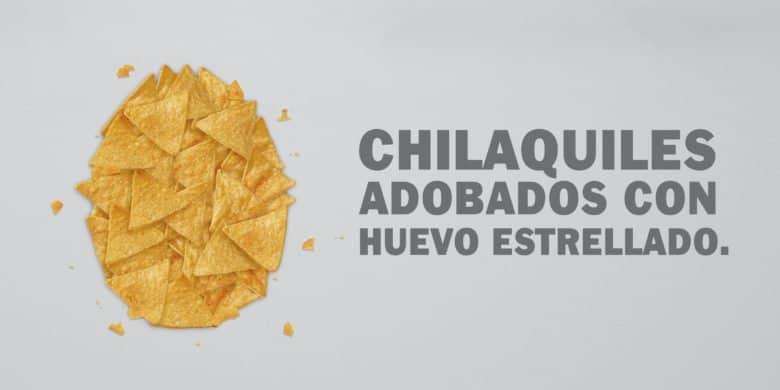 Chilaquiles adobados con huevo estrellado