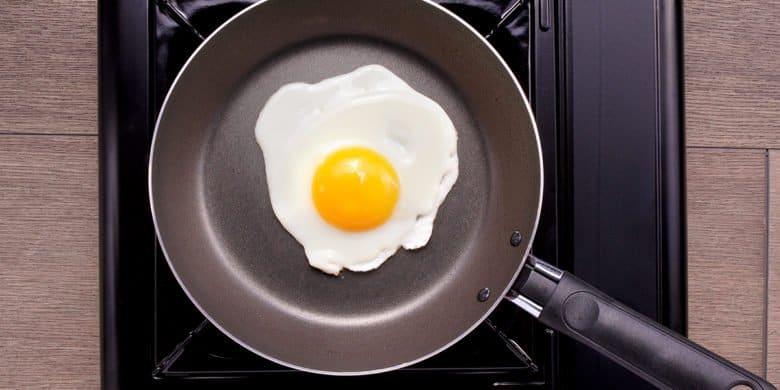 Chilaquiles adobados con huevo estrellado Paso:   3