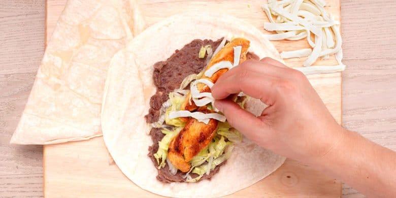Burritos de pollo y queso Oaxaca Paso:   3