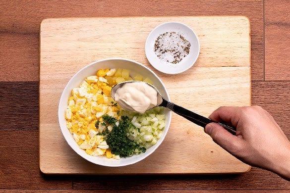 Ensalada de huevo Paso:   2